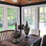 Gambrel Cottage: Porch