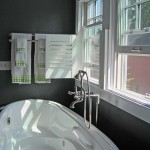 Gambrel Cottage: Bath